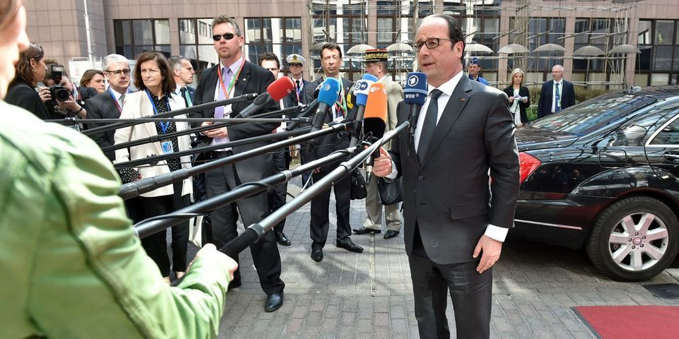 """François Hollande veut """"réparer les erreurs"""" libyennes de Nicolas Sarkozy"""