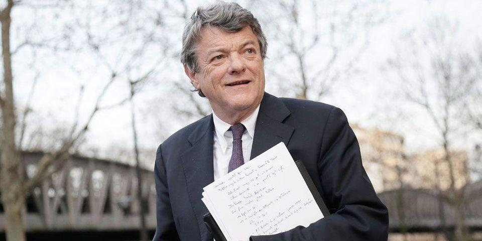 """Jean-Louis Borloo estime que le gouvernement """"aurait dû donner un petit coup de pouce au SMIC"""""""