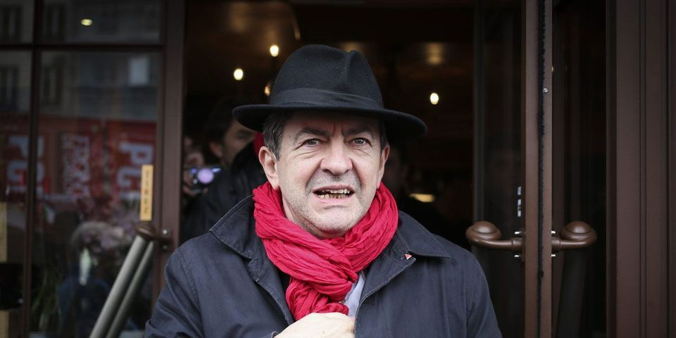 """Jean-Luc Mélenchon reproche au """"Monde"""" de l'avoir présenté """"dans les mêmes positions d'orateur"""" qu'Adolf Hitler"""