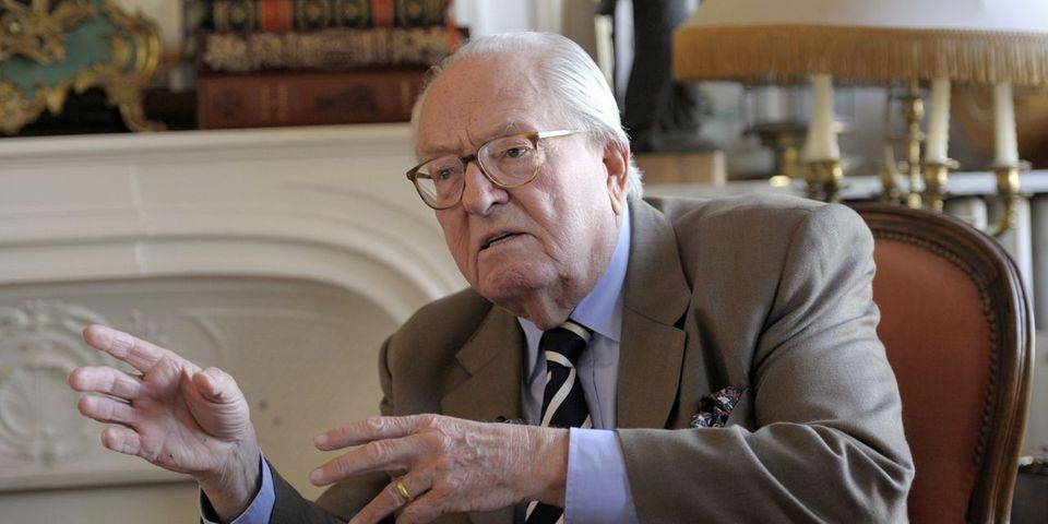 Jean-Marie Le Pen déplore l'outing de Florian Philippot par Closer