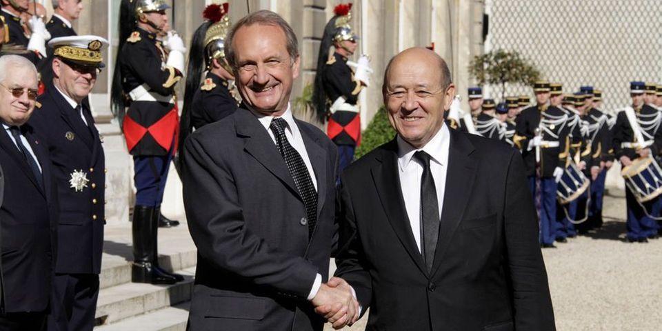 Jean-Yves Le Drian va éviter un hommage gênant lors d'une cérémonie