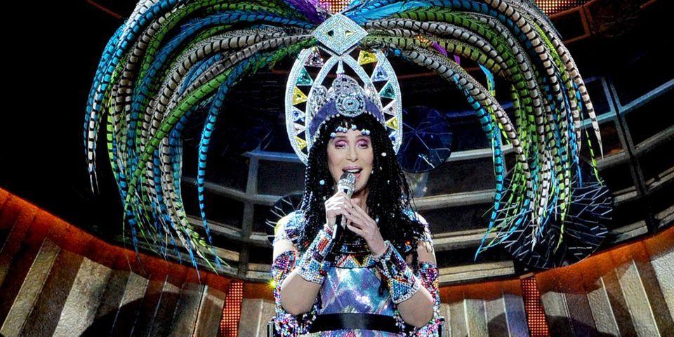 """La chanteuse américaine Cher s'alarme d'une possible victoire de la """"nazi"""" et """"révisionniste"""" Marine Le Pen"""