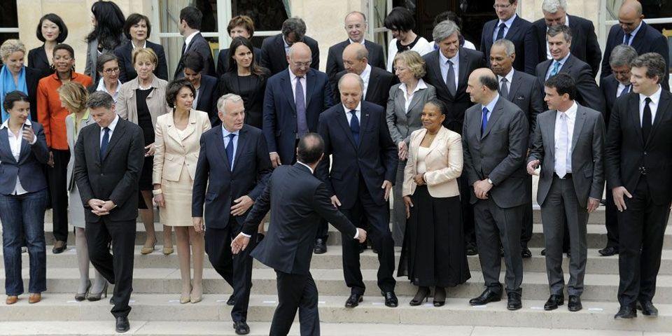 """""""La France en 2025"""" : les perles des copies des ministres"""