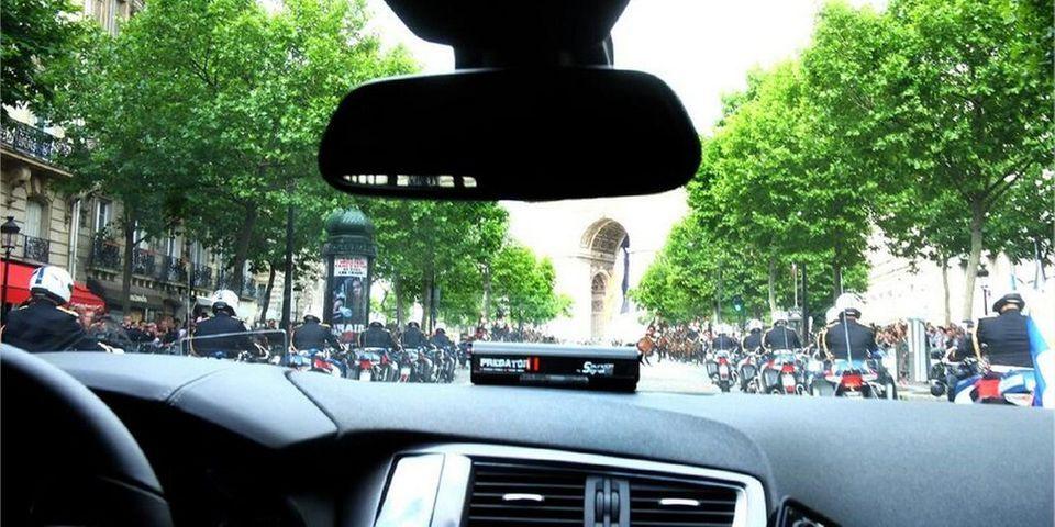 La photo prise par François Hollande vue de sa voiture présidentielle