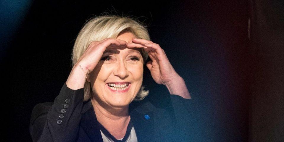 """La réponse de Le Pen à un électeur qui lui reproche le débat d'entre-deux-tours : """"Trouvez-vous une autre candidate"""""""