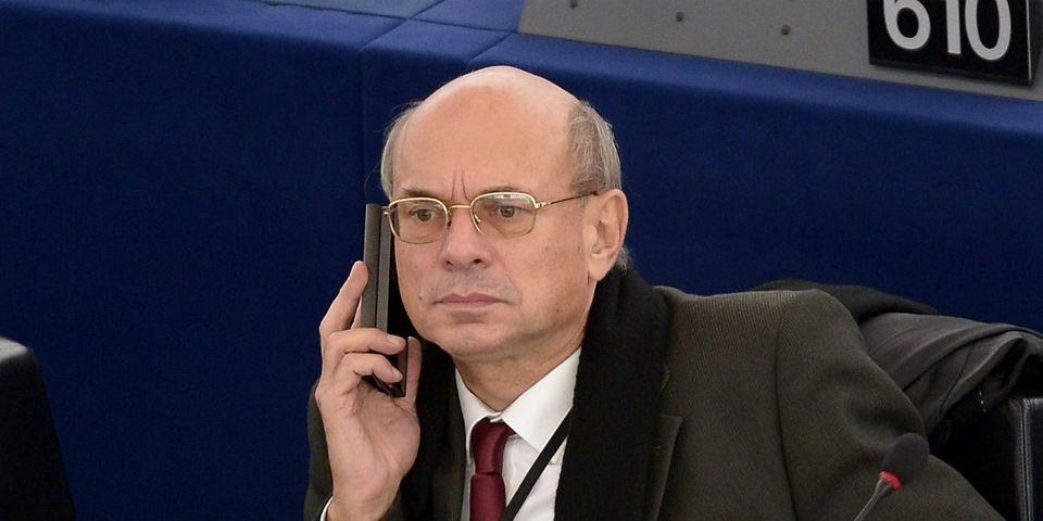 La Société générale ferme le compte bancaire de l'eurodéputé qui avait négocié l'emprunt russe du FN