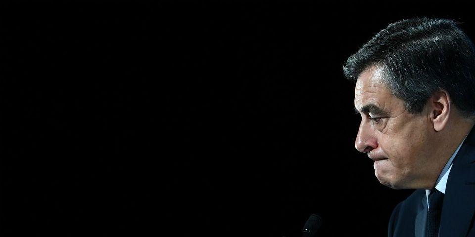 """Lames de rasoir et jupes courtes : ce """"jeu"""" dont François Fillon semble être le seul à souvenir"""