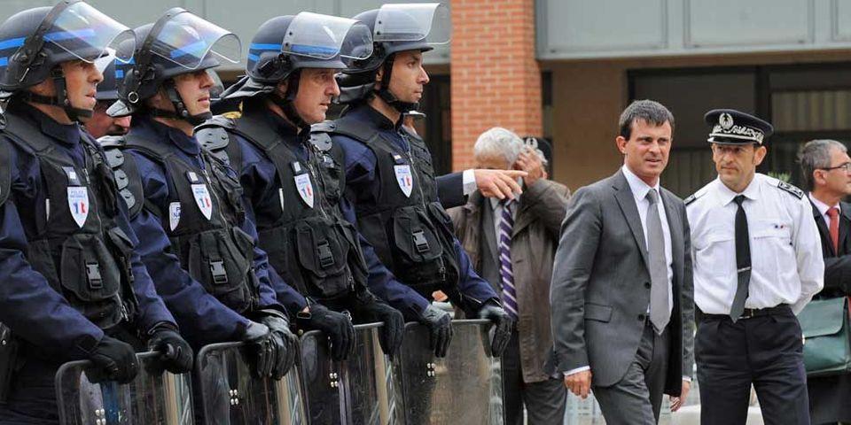 Le Canard Enchaîné accuse Manuel Valls d'évacuer les SDF de la rue de la Roquette