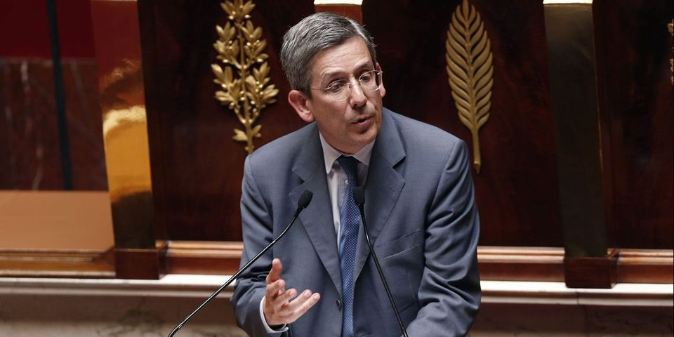 """Le député Charles de Courson propose d'augmenter les parlementaires pour leur """"assurer un niveau de vie décent"""""""