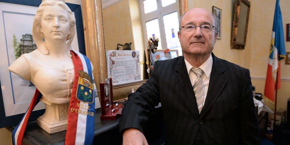 """Le député d'extrême droite Jacques Bompard fait entrer la théorie du """"grand remplacement"""" à l'Assemblée nationale"""