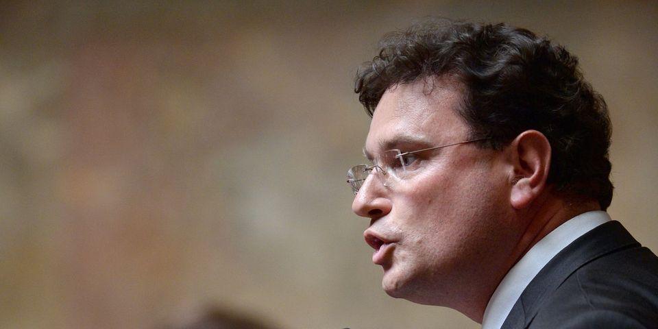 """Le député LR Philippe Gosselin défend le pape François qui """"se fait 'hashtaguer' comme un vulgaire homme politique"""" avec #PasMonPape"""