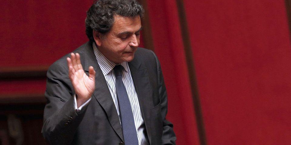 Le filloniste Pierre Lellouche demande le retrait de François Fillon et le report de la présidentielle