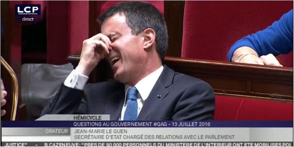 Le fou rire de Manuel Valls à l'Assemblée après une question sur Emmanuel Macron
