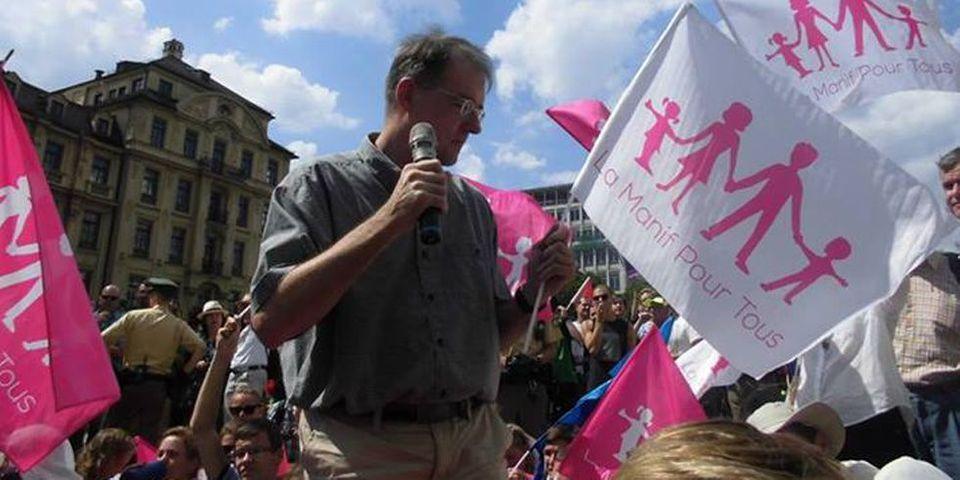 Le Grand Surf : La Manif pour Tous embarrassée par la présence d'un néonazi dans une manifestation à Munich