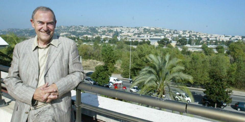 Le maire de Saint-Laurent-du-Var préfère afficher Raimu que François Hollande