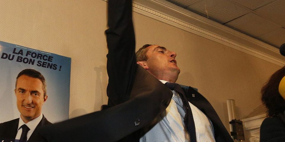 """Le PS dénonce """"le dictateur nord-phocéen"""" Stéphane Ravier (FN) qui laisse sa mairie à sa nièce"""