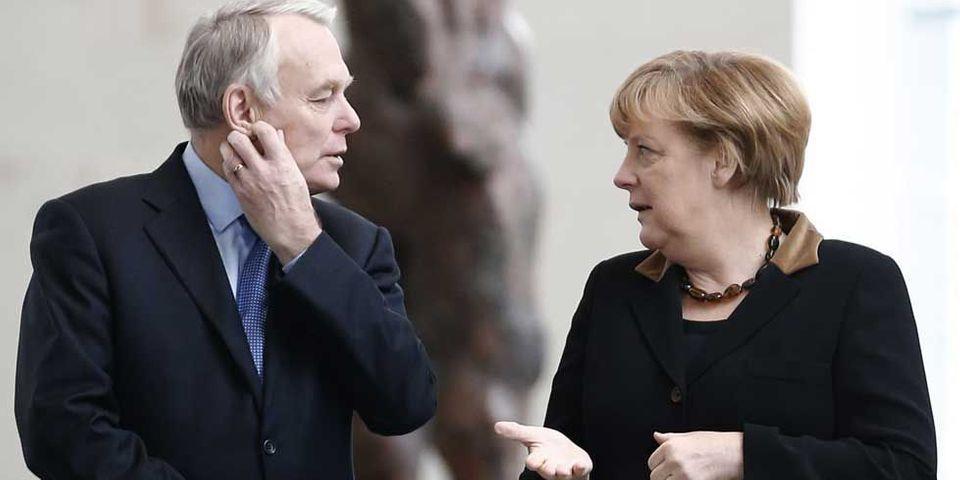 """Le PS durcit le ton face à Merkel : Ayrault rappelle l'""""indispensable amitié franco-allemande"""""""