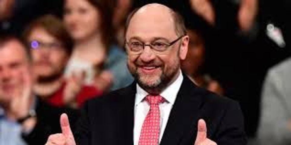 """Législatives : Martin Schulz, candidat du SPD face à Angela Merkel, """"heureux pour Emmanuel Macron"""""""