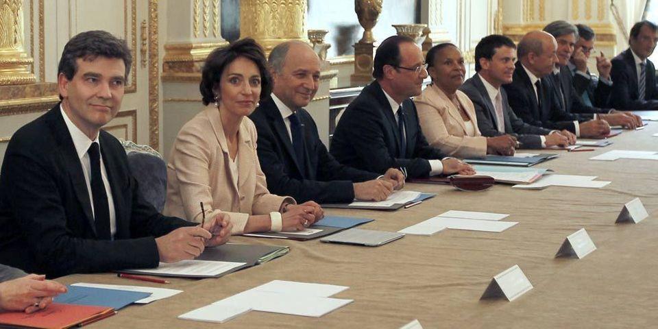 Les énigmatiques SMS de François Hollande et Cécile Duflot en plein conseil des ministres