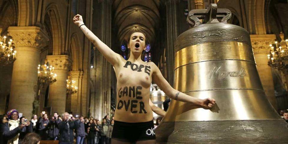 Les Femen seins nus dans Notre-Dame, le gouvernement s'agace