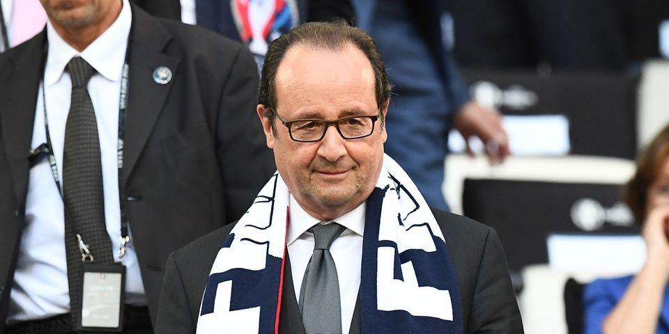 Les petits messages politiques de François Hollande dans son interview sur l'équipe de France