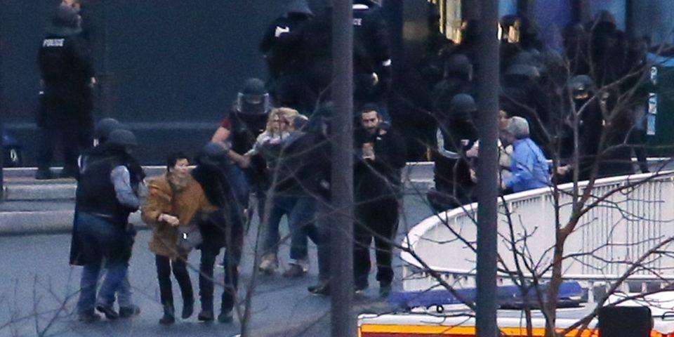 Les politiques réagissent après les assauts à Dammartin-en-Goële et porte de Vincennes