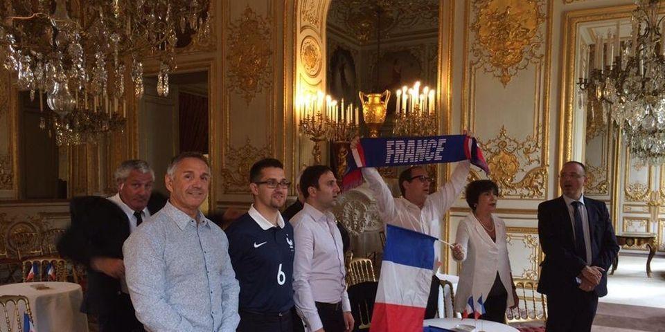 Les politiques sont des supporters comme les autres et affichent leur soutien à l'Équipe de France