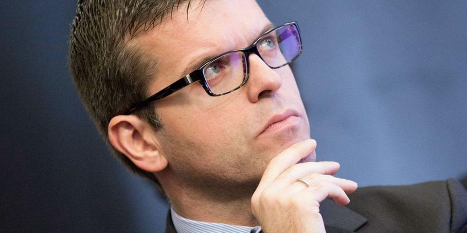 Luc Carvounas, sénateur proche de Manuel Valls, souhaite que le PS présente un candidat pour la présidence de l'AMF face à François Baroin