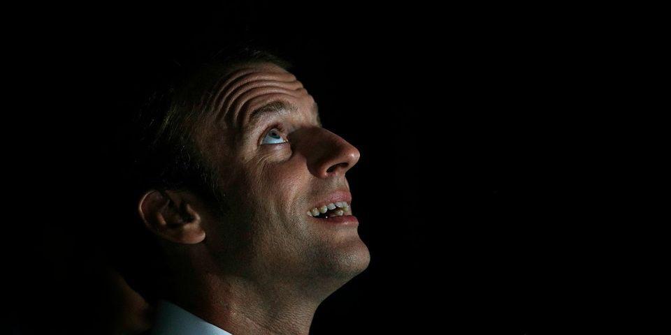 """Macron n'a pas retiré sa plainte contre le paparazzi, elle est """"classée sans suite"""" selon Mediapart"""