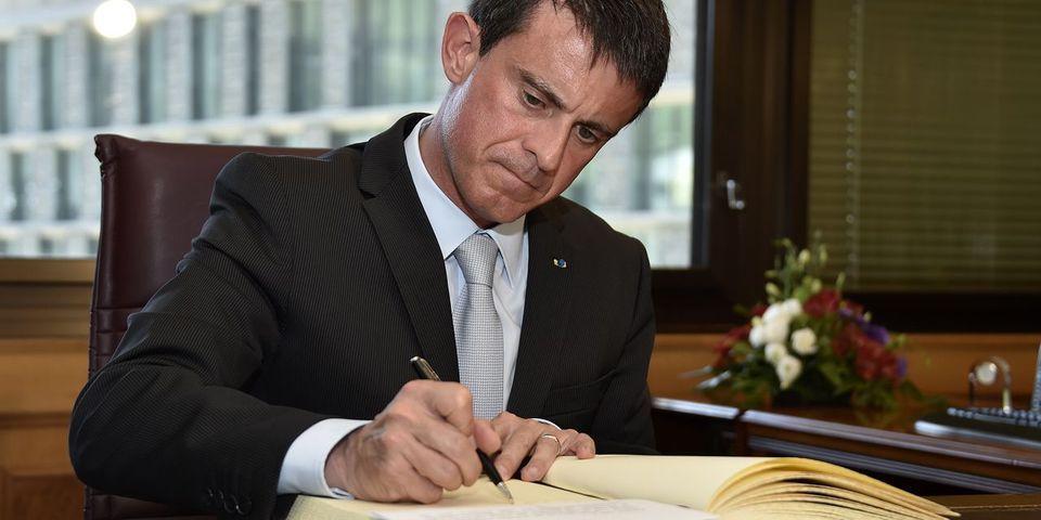 """Un an après """"Charlie Hebdo"""",  Valls publiera en janvier un recueil de ses discours post-attentats"""