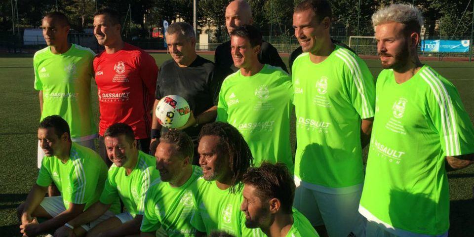 Manuel Valls se mue en footballeur pour un match de charité au profit des soldats blessés, aux côtés de Lizarazu et M Pokora