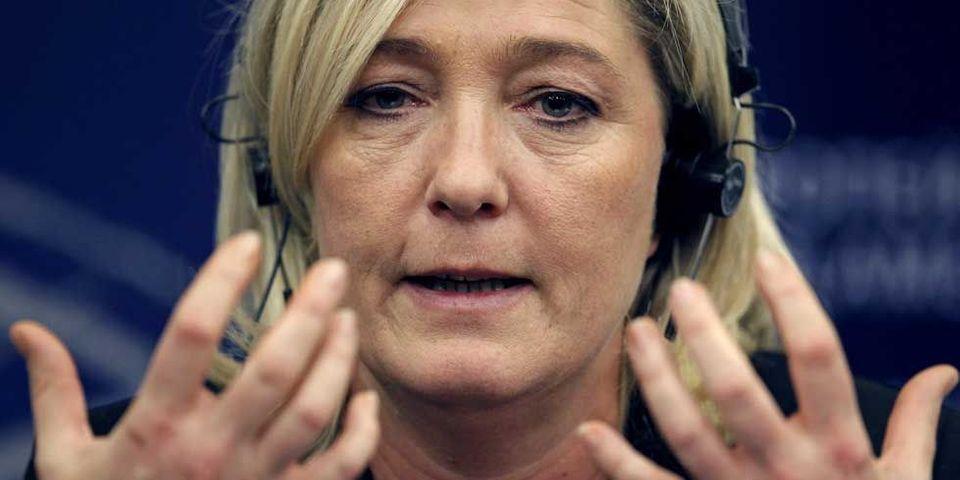 Marine Le Pen convertit le FN à la cigarette électronique