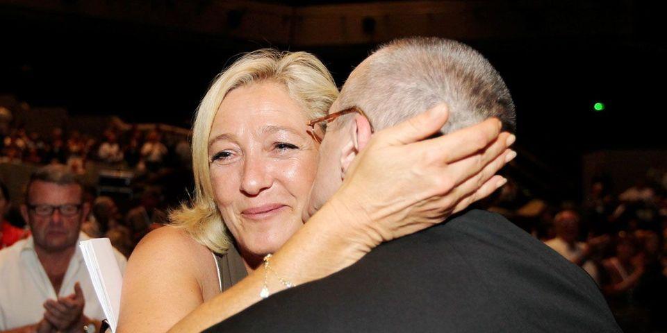 Marine Le Pen coupe les ponts avec Paul-Marie Coûteaux
