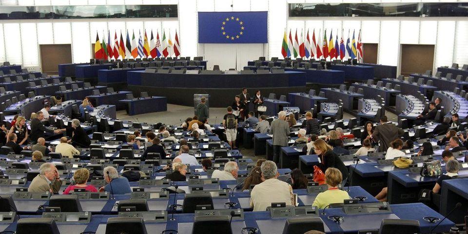 Marine Le Pen et le FN échouent à constituer un groupe au Parlement européen