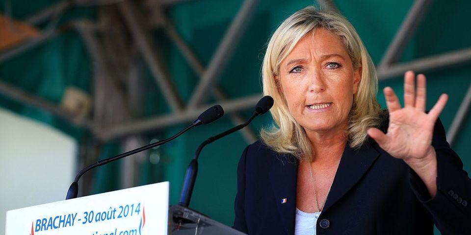 """Marine Le Pen évoque au futur une cohabitation avec François Hollande : """"il se soumettra ou il se démettra !"""""""