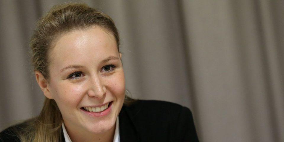 """Marion Maréchal Le Pen compte se faire payer ses vacances par """"Minute"""", poursuivi pour violation de la vie privée après avoir révélé sa grossesse"""
