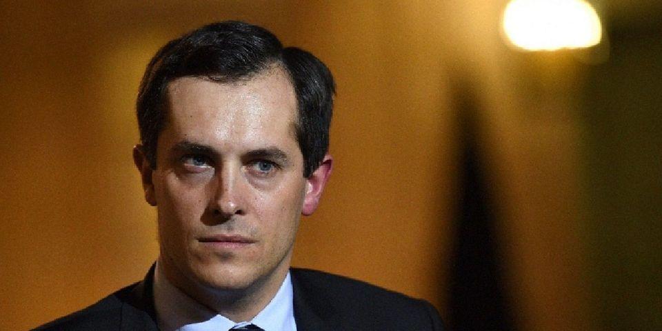 Nicolas Bay et Lionnel Luca s'indignent de voir le président Macron faire une allocution en anglais