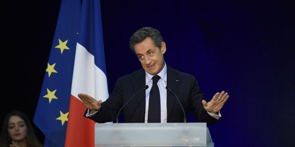 """L'exagération de Nicolas Sarkozy, qui affirme être """"resté deux ans et demi sans rien dire"""""""