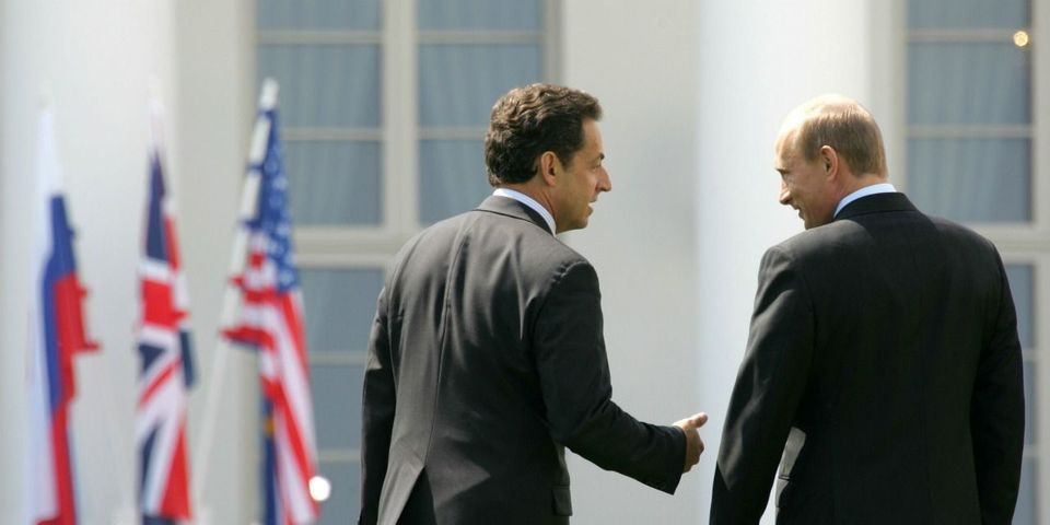 Nicolas Sarkozy critique (à nouveau) Obama puis file rencontrer (à nouveau) Poutine