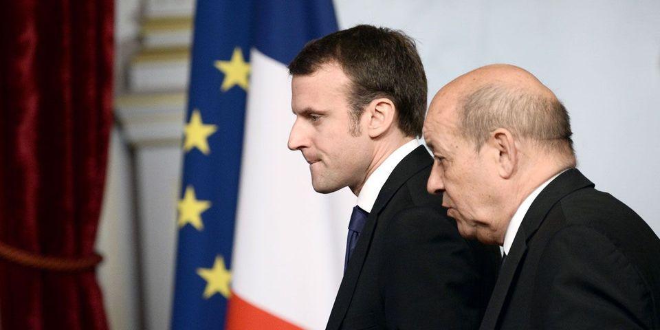 Où l'on apprend que Jean-Yves Le Drian fournit à Emmanuel Macron des fiches sur la Défense