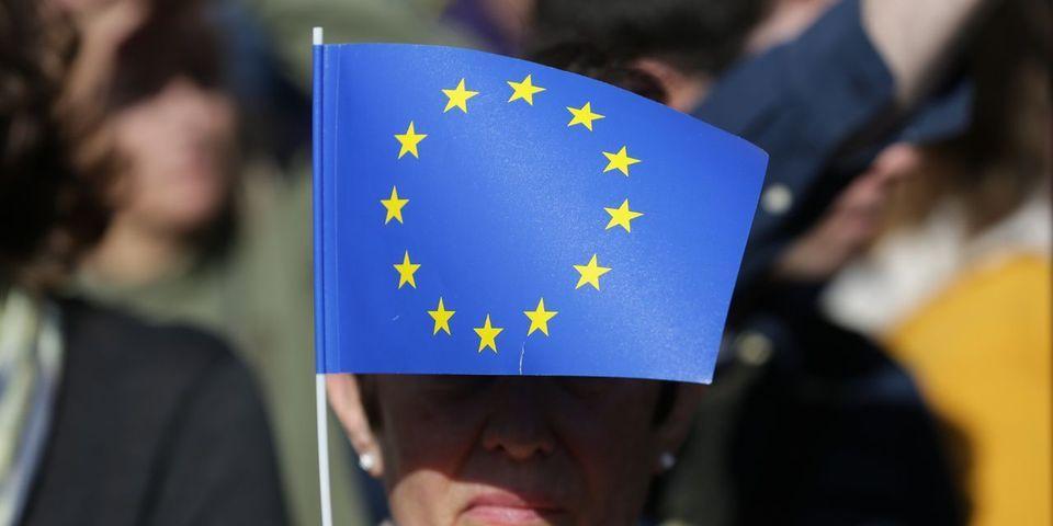 Pardon La France insoumise mais le drapeau européen n'est pas un symbole religieux (même s'il a une esthétique chrétienne)