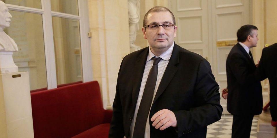 """Pascal Cherki demande à ce que le gouvernement se serve de sa """"paire de couilles"""" face à Bruxelles"""