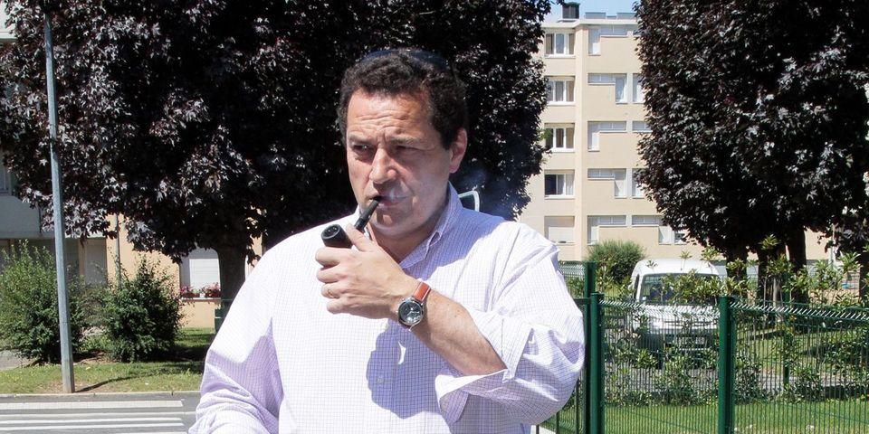Poisson demande à Valls le retrait d'affiches de prévention pour les gays car il juge qu'elles font la promotion de l'adultère