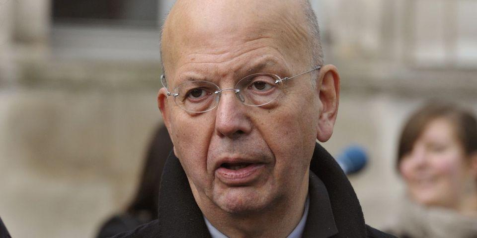 """Pour Patrick Buisson, Nicolas Sarkozy """"sera mort politiquement avant de l'être judiciairement"""""""