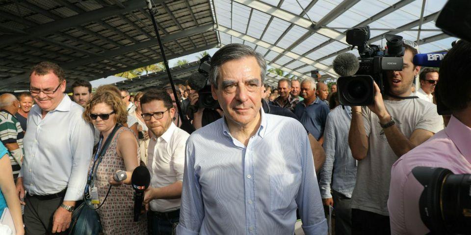 Pro et anti-Fillon s'affrontent lors d'un déplacement du candidat LR à La Réunion