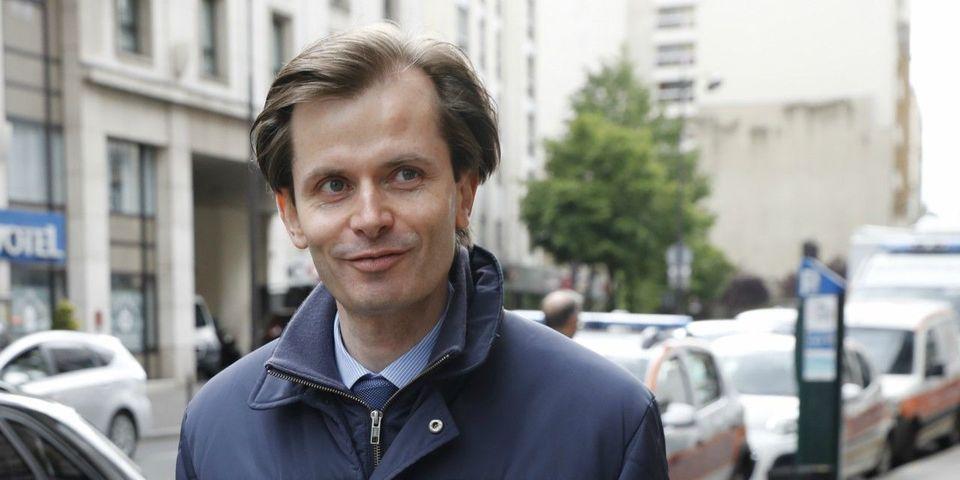 """Quand Guillaume Larrivé (LR) dédicace son livre """"Insoumission"""" à l'insoumis Jean-Luc Mélenchon (LFI)"""