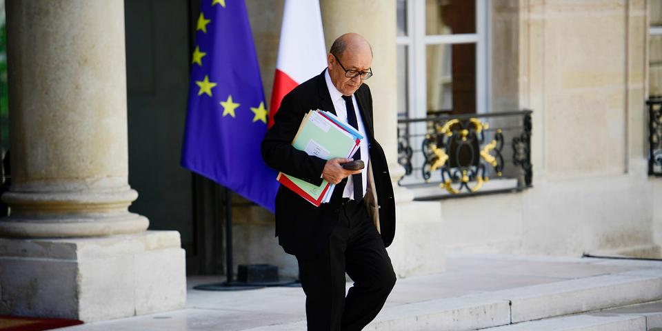 """Quand Hollande conseillait à Le Drian d'arrêter la politique """"au sommet de sa gloire"""""""
