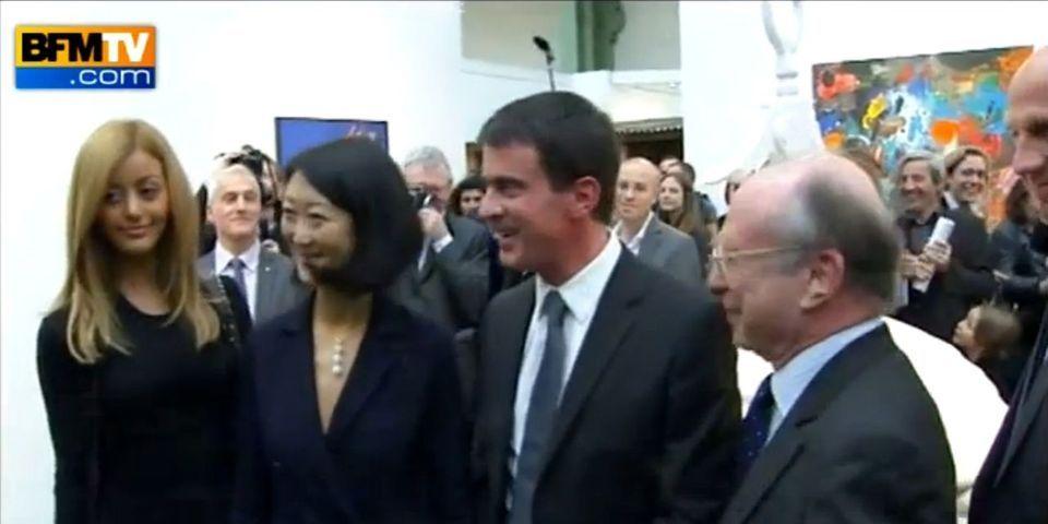 """Quand Manuel Valls rencontre Zahia à la Fiac : """"Bonjour, soyez pas timide !"""""""