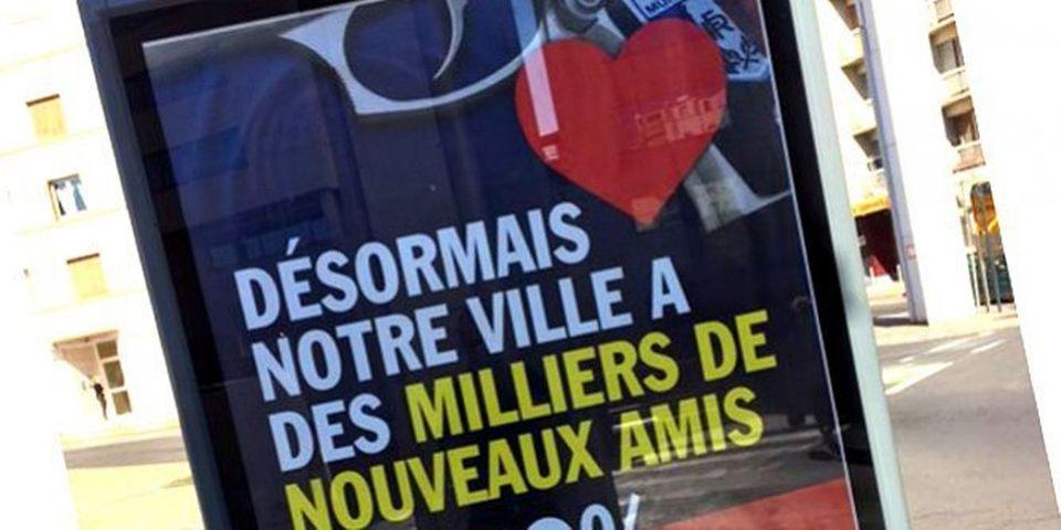 Robert Ménard répond aux critiques sur l'armement de sa police municipale en placardant une autre affiche