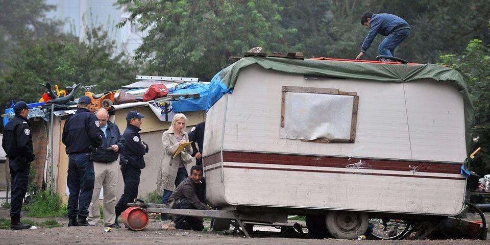 "Roms : Manuel Valls avance la solution ""villages d'insertion"""
